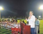 El alcalde de Guayaquil, Jaime Nebot, entregó la iluminación del estadio del complejo deportivo ubicado en San Eduardo. Este escenario será utilizado para los encuentros del torneo Interbarrial de fútbol que empezará dentro de tres semanas.