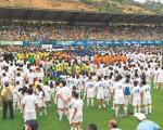Cerca de 35.000 personas, entre deportistas, padres de familia, invitados, voluntarios, cadetes y autoridades, participaron, en el estadio de la Ciudad Deportiva Carlos Pérez Perasso, del programa de apertura del campeonato de fútbol infantil que organiza por 24 años EL UNIVERSO.