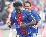 El diario deportivo AS, de Madrid, bautizó al ecuatoriano Felipe Caicedo (c) como el Huracán. El guayaquileño de 22 años festejó el gol que le marcó al Osasuna, el domingo pasado.