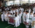 Parte de las academias que participaron en el acto de apertura de la decimosegunda edición del campeonato Interbarrial de Karate de Diario EL UNIVERSO. El programa se cumplió el pasado sábado en el coliseo de futsal de la Federación Deportiva del Guayas