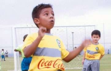 Justin Morante viste la camiseta de La Canchita en la sub-6.