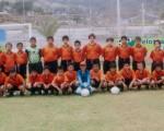 Las escuadras de la Academia Alfaro Moreno-Babahoyo (jugadores que están de pie) y Cuenca participan con mucha disciplina en la competencia. Muestran buenas condiciones técnicas.