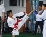 Jonathan Pérez (i) y Diego García participan en el barrial de karate de Diario EL UNIVERSO; categoría para menores de 6 años.