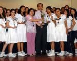 Alumnas del Instituto Técnico Superior Guayaquil que ganaron el título en la competencia de damas durante la XIII edición del Interbarrial de taekwondo.