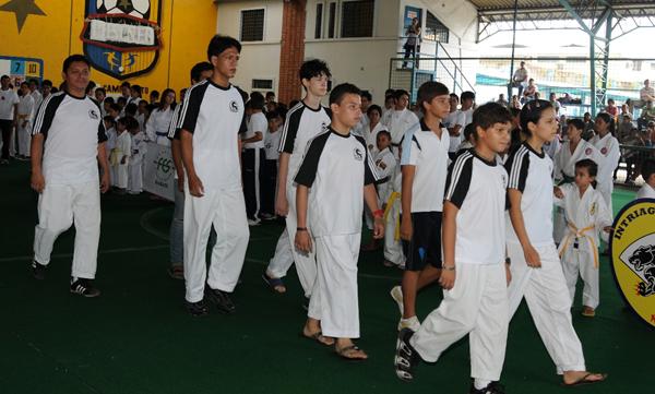 Integrantes de la academia Dragones que intervendrá en el XIII Interbarrial de Karate.