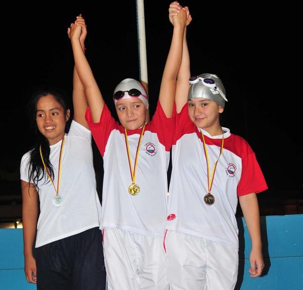 Elaine Frías (i), de Fedeguayas, María Emilia Intriago (c) y María Paula del Campo, ambas del Diana Quintana.