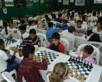 Vista general de los participantes en la primera ronda del Campeonato Interbarrial de Ajedrez que auspicia Diario EL UNIVERSO.