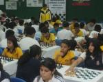 Vista general en la que predominan alumnos del colegio Aguirre Abad, que son animadores del Campeonato Interbarrial de Ajedrez de Diario EL UNIVERSO.
