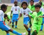 Jairo Reyes (i), de Cristo te Ama, fue un baluarte en la defensa de su equipo que empató a 0 con Metropolitana, por la categoría sub-7 del Campeonato Interbarrial de Fútbol de EL UNIVERSO.