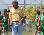 Integrantes de la Escuela de Fútbol Padre Amador durante su preparación física antes de su juego con la academia Alfaro Moreno, en la categoría sub-12. El partido terminó empatado a 2.