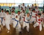 Deportistas de la Liga Deportiva Cantonal de Balzar y de la Asociación de Karate del Guayas que actúan en el torneo Interbarrial.