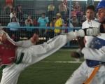 Danny Pincay (i), del colegio V. Rocafuerte, se enfrentó a Fernando Cortez, de Cenest Harvard.