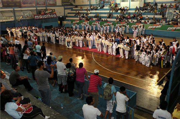 Guayaquil, 29 de octubre de 2012; inauguración del XIV Torneo Interbarrial de Taekwondo, realizado en le Coliseo Abel Jiménez Parra. Vista general de los equipos participantes en el torneo Interbarrial