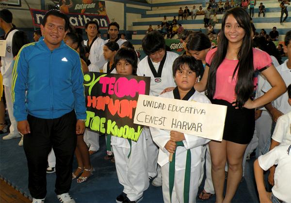 Guayaquil, 29 de octubre de 2012; inauguración del XIV Torneo Interbarrial de Taekwondo, realizado en le Coliseo Abel Jiménez Parra.  Centros educativos en la inauguraicón del torneo