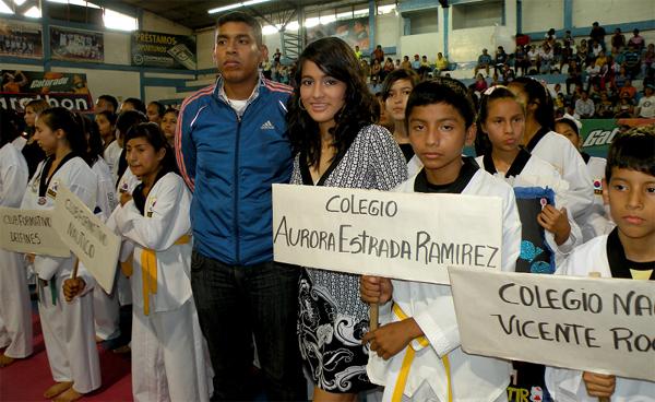 Guayaquil, 29 de octubre de 2012; inauguración del XIV Torneo Interbarrial de Taekwondo, realizado en le Coliseo Abel Jiménez Parra. Equipos estudiantiles presentes en el evento
