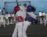 Karen Alvarado (i), del club Scania, se enfrentó a Tatiana Santana, del Instituto Técnico Bolivariano, en la categoría fly del torneo barrial de taekwondo.