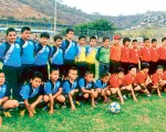 Academia de Fútbol Total (i) y D. Cuenca, participantes en el torneo Interbarrial de Fútbol EL UNIVERSO-Copa Samsung. El equipo morlaco disputará la final ante Jaipadida, de Santo Domingo.