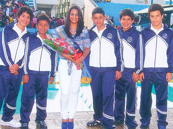 Integrantes de Liga Deportiva Estudiantil que también registraron sus nombres como los mejores del Novatos de Natación.