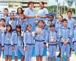 Equipo de la Escuela de Natación de la Fedeguayas que ganó el título del Campeonato Nacional de Novatos de Natación, edición 2013, que fue auspiciado por Diario EL UNIVERSO. CORTESÍA FOTO VILLA / ÁNGEL AGUIRRE / JOSÉ BELTRÁN