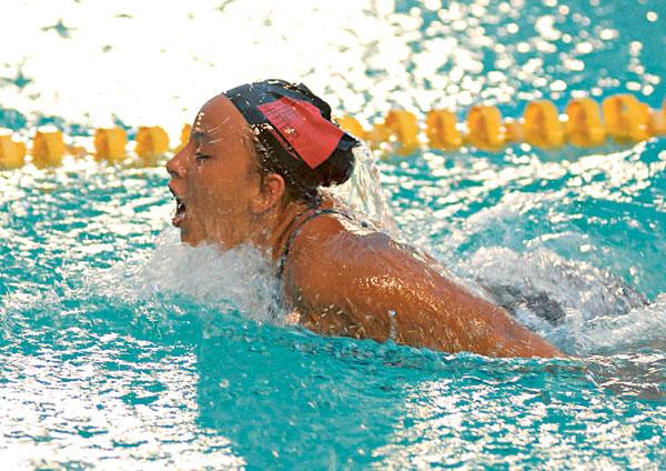 Jackie Maldonado culminó entre las 16 mejores nadadoras del Campeonato Nacional de Novatos de Natación 2013.