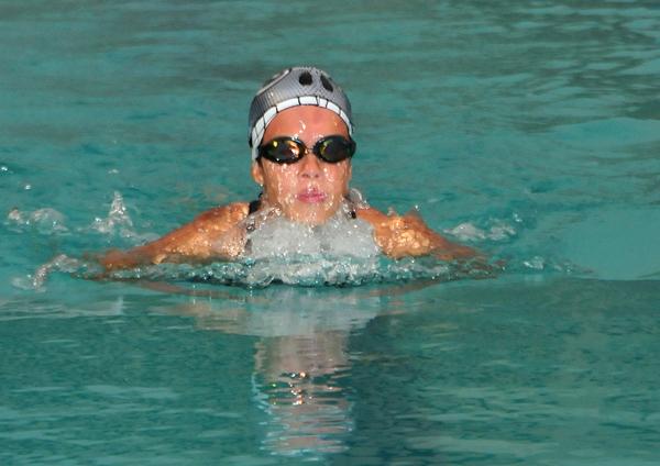 Ana Cisneros, del Club Diana Quintana, participó en la categoría 13-14 años del Campeonato Nacional de Novatos de Natación.