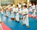 El profesor Félix Pinillos dirige una de las clases a los alumnos de la Asociación de Karate del Guayas que participarán en el torneo de Diario EL UNIVERSO. Ángel Aguirre