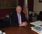 Roger West, director académico del colegio Americano.