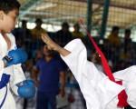 Óscar Bravo (i), de la Asociación de Karate del Guayas, empató 0-0 ante Ángel Huacón, de la Liga Deportiva Cantonal de Durán, en la división para principiantes de la categoría sub-8. (Ronald Cedeño)