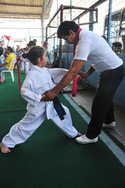 Campeonato interbarrial de karate Gabriela Caceres y Carlos Pluas de la academia Club Teran. (Angel Aguirre)