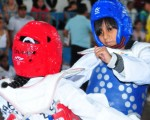 Allison Minda (i), Escuela de Formación Asociación de TKD del Guayas, se enfrentó a Jeritza Andaluz, del club River Plate. (Jorge Guzmán)