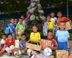 Varios niños que juegan en el Campeonato Interbarrial de Fútbol Diario EL UNIVERSO-Copa Samsung, también viven la fiesta de la navidad y se alistan fara festejar la Noche Buena este martes. Víctor Álvarez