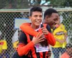 Luis Paredes (10), funcional jugador en el cuadro alfarino en la sub-16, quiere volver a marcar goles en el invernal junto con George, el hijo de Otilino Tenorio (+). (Victor Serramo)