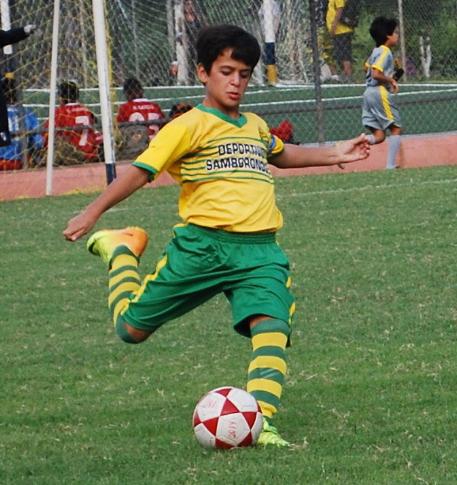 Marco Francisco, de buen juego en Deportivo Samborondón, sub-12.
