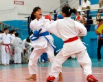 Carlos Barros Esther Miranda (i) empató a 1 con Laysa Ochoa en la categoría 12-13 años del barrial de karate.