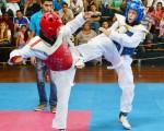 (Ángel Aguirre) Jean Carlos Lainez (i) se enfrentó a Jonathan Bran, en los 47-51 kilos, durante la segunda fecha del Interbarrial de Taekwondo.