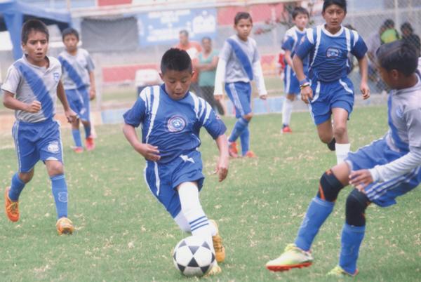 Noé Peralta tiene al gol como su compañero en la Escuela de Fútbol Jogo Bonito.