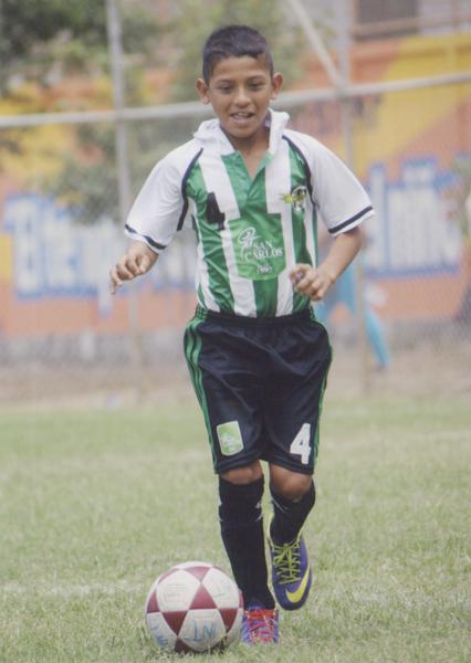 Kevin Molina, de Once Azucarero, es un jugador que destaca en el terreno de juego.