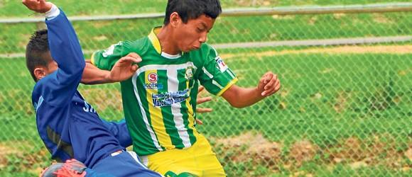 Volverán a enfrentarse. Rubén Caicedo (i), de Independiente de Daule, y Ronal Pulla, de EFM Maridueña, jugarán el Invernal. (Ángel Aguirre)