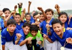 (Foto de Ángel Aguirre) Deportivo Cuenca. Equipo que sumó dos títulos en la sub-9 y 12, en la versión balompédica de Verano. En la gráfica, los futbolistas celebran eufóricamente los logros obtenidos en el campeonato.