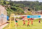 (Foto de Guido Manolo Campaña) El entorno de la Ciudad Deportiva como mejor testigo del partido entre la E. F. David Morán y la Academia Alfaro Moreno, categoría sub-8, del torneo Interbarrial de Fútbol Diario EL UNIVERSO.