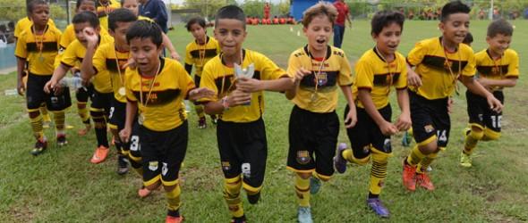 Barcelona, con base en fútbol y toque, obtuvo la corona en la categoría sub-9.