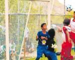 Hermosa anotación del ariete de Liga de Quito-Guayaquil Eduardo Cedeño al enviar el balón al arco rival de Romero FC en la serie sub-9.