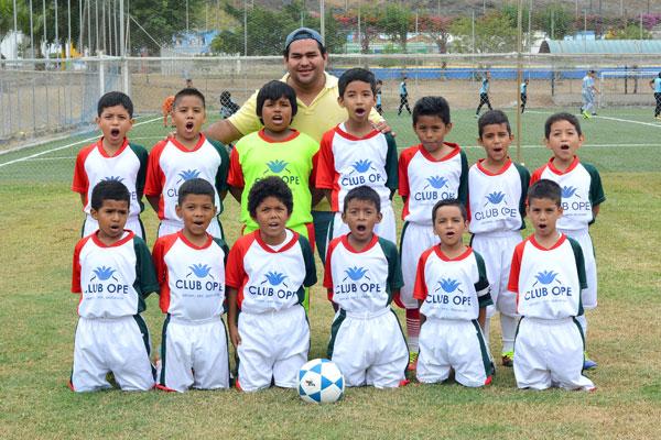 Club Opecompite en el Interbarrial de Diario EL UNIVERSO en la serie sub-9. Sus integrantes, en cada partido frente a sus rivales, se esfuerzan para salir victoriosos ante su hinchada.
