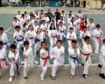 Equipo de la Federación Deportiva del Azuay que intervino en la Copa de Karate que se realizó en el coliseo de la Facultad de Educación Física de la Universidad de Guayaquil