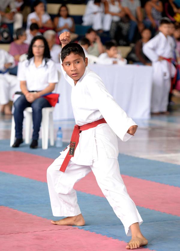 Gabriel Quito, de la academia Hikarite do, finalizó segundo en katas 12-13 años.