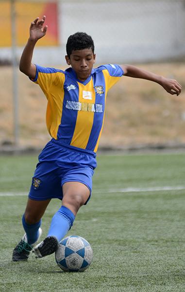 Anderson Farías, defensa del cuadro La Canchita sub-17