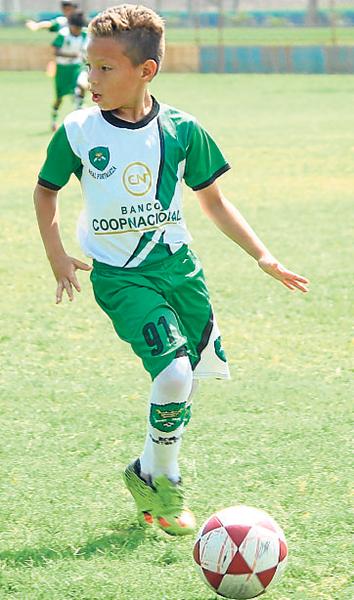 Kenneth Domínguez, talento de la EF Real Fortaleza.