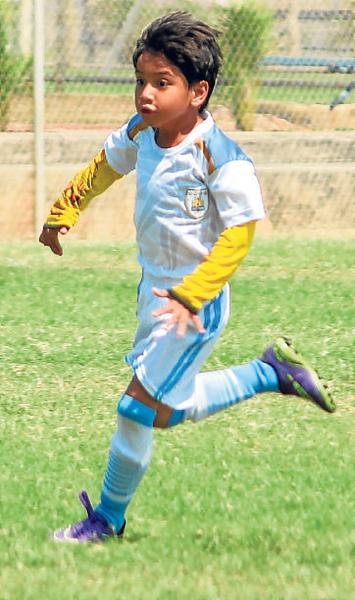 Robert Quezada, veloz jugador de la EF Amateur.