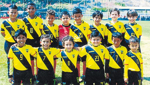 Fedenador,conjunto integrado por niños que admiran el fútbol y lo juegan con gran alegría y vocación. Obtuvieron el cetro en sub 7.