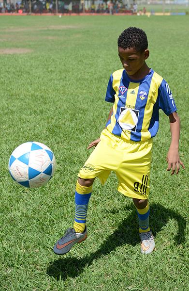 Daniel Carabalí, goleador del equipo Romero, categoría sub-10.